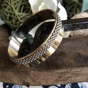 Jewelry - Vintage gold bangle